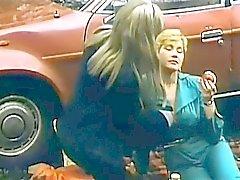 Aquecimento da lésbica In Forest a frio para modelos