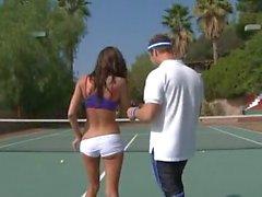 Hot Chayse Evans cogné sur Terrain de Tennis
