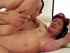 Super heiße granny fucks jung Freund