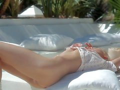Sexy chick Sasha takes off her white pantyhose and red - erotic tube Pornsharing
