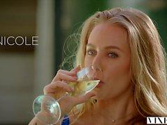 VIXEN Nicole Aniston har varma Dominerande Sex på semester