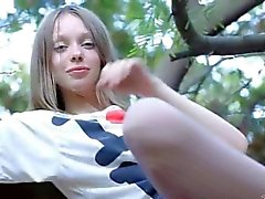 Fingrar i ultracute slidan i träden