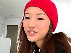 Adolescente asiático facialized por la polla grande