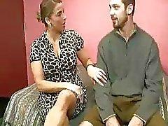 Die Stiefmutter heilt Teenie Typen Cumswollen Bälle