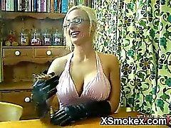 Chick fumeur juteuses sauvage de XXXe
