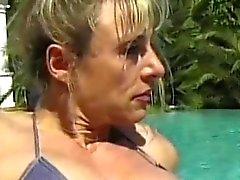 Musklade Äldre med kåta lesbo tonårsbrud