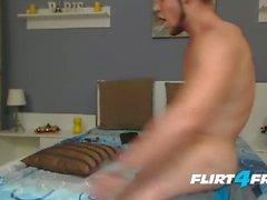 Wunderschöne Horny Guy Loves Talking Dirty