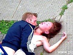 Junte borracho SEXO del parque público