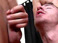 Четырех мускулистые куски пусть ванта сосать их весь