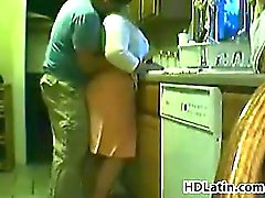 Gordo latina hermosa siendo follada en una cocina