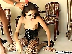 Sascha Massivs Crey , sexy Heißes Brunettemädchen Kind ist für eine geile Sex-Sklavin