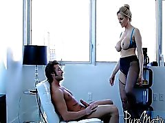Julia Pleasure Innan Business