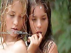 meninas famintas na chuva