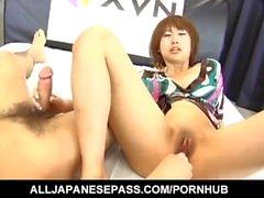 Reimi Fujikura försvaras av sin rakade fjant