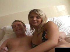 Эшлинн Брук выглядит великолепно пока она трахается в отеле ...