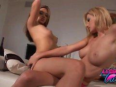 Carli och Valentina den lesbiska åtgärder