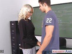 Sex maestro di Emma Starr fa cazzo in classe