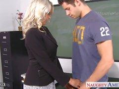 Profesor de Sex de Emma de Starr tener pene en el aula de