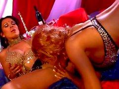 Big tit lésbicas Bridgette B e Sienna West, em um harém Oriente Médio