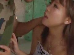 Горячая горничная , угрожая Momoka Rin , внушающих страх угождаете Надсмотрщик вместе с жесткого секса