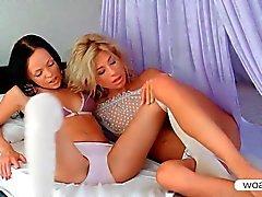 Stephanie ve Melanie B öpücüklere organları okşama