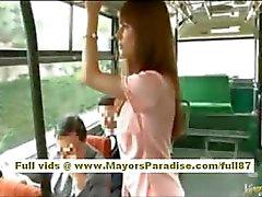 A Rio asian babe teen ottenere la sua figa hairy accarezzare sul pullman