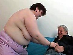 Mollige Frauen der Großmutter immer noch gerne Opa winzigen dick