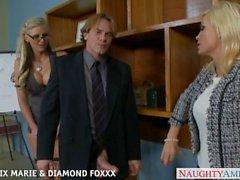 Blondes Phoenix Marie e Diamond Foxxx fuck em quarteto