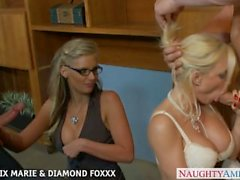 Brunetet Phoenix Marie sekä Diamond Foxxx vittua nelinpeli
