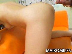 Saçiko Matsushita - Japon Cougar Genç bir horoz Enjoying the