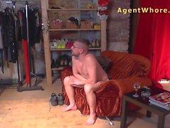 Görün Arka dökümü - Sexy MILF a adamın yalamaya becerilerini test eder