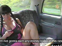Huge senos jodida dentro y fuera del taxis