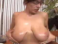 Huge boobs chick do handjob
