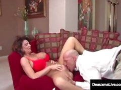 Traviesa esposa Deauxma recibe consejos gratis para el sexo De hombre del impuesto!