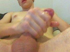 Solo männliche Masturbation und riesige Cumshot