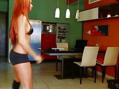 D'ashley Bulgari jouant kinect