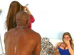 Joselyn Rosa och Sara Jay suger svart kuk och blir creamed av stud