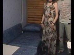 Amateur жену заглатывает младшим на скрытую камеру