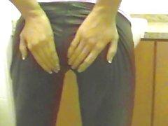 Темноволосая красоты по кожаные штаны - bostero
