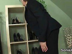 Unfaithful britannian MILF nainen sonia paljastaa hänet ylimitoitettu Boon