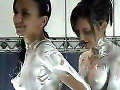 Latin Girls Tale ama giocare con i Soap