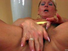 Mature latina Berna toying her hairy pussy