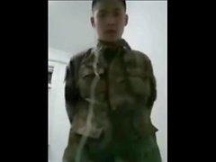 19y китайский солдат в казарме офисе мастурбации