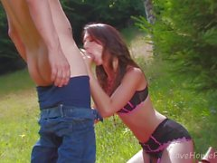 Hot Trim Brunette ottiene culo-scopata Outdoors.mp4