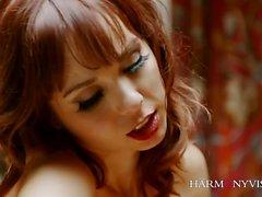 Ariel Rebel è la moglie perfetta. Questa bella ragazza ama