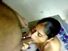 Insatiable Индийского жена знает как дать есть голова