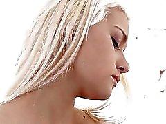 indivíduo idoso louco do fode boceta buraco rosto de uma jovem garota