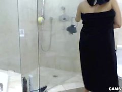 Abella Anderson Camgirl Baño de espuma, ducha y la mamada VIVO
