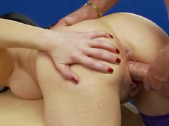 Kinky babes enjoys being pounded hardcore in a foursome sex
