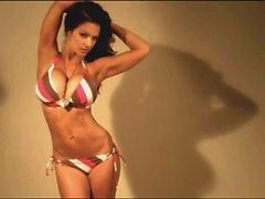Denise Milani in tamamı Sexy Bikini - gayri hükümsüz